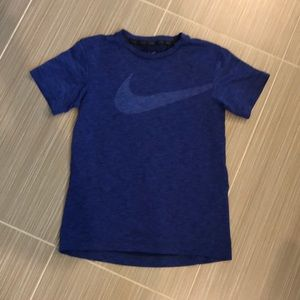 Boys Nike Shirt Size small. Smoke free home.